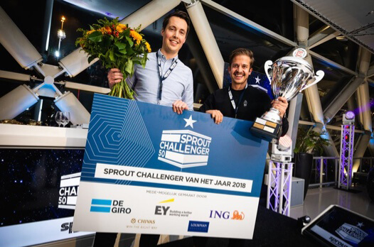 3D Hubs co-founders Filemon Schoffer and Brian Garrett holding the Dutch Challenger of the year trophy